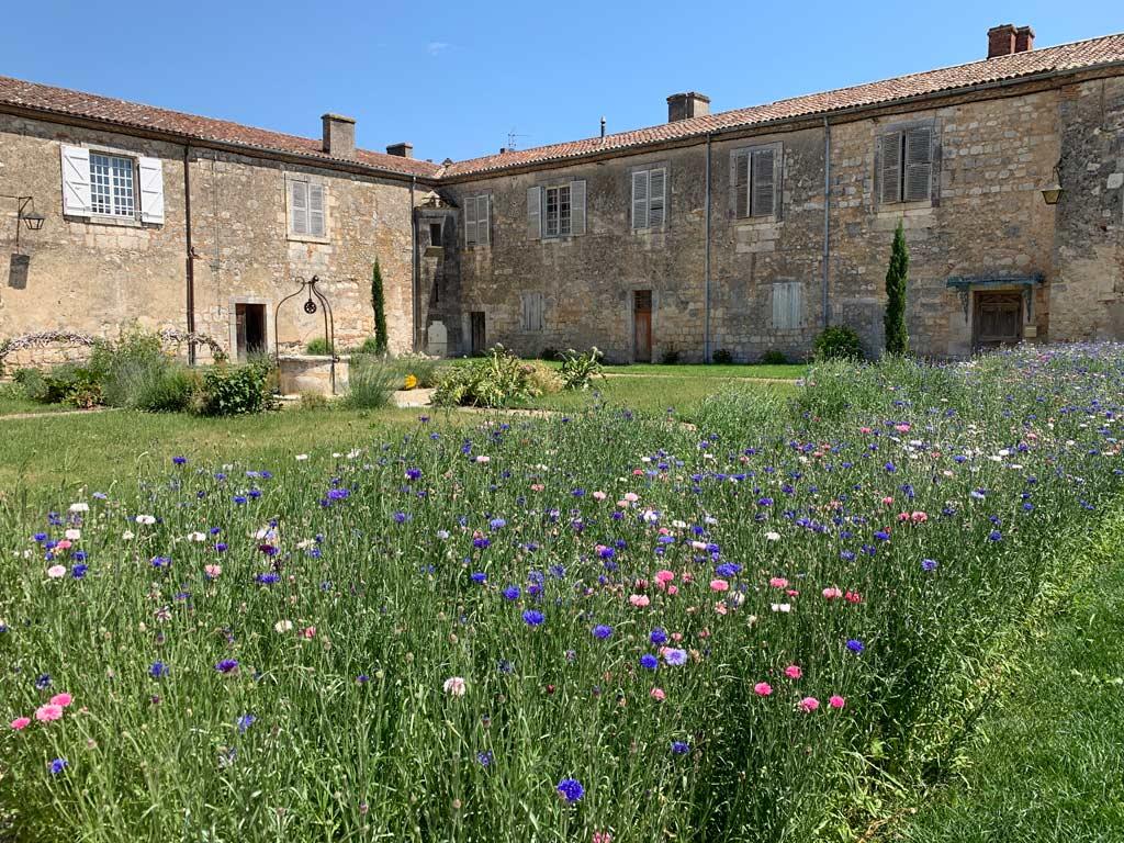 Cour du prieuré moirax